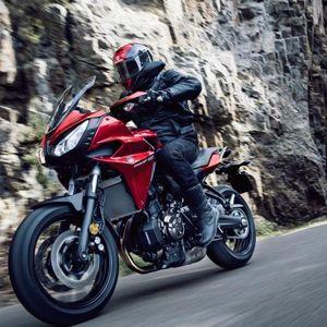 Para la ciudad, escapadas o desplazamientos largos, la Yamaha Tracer 700 se adapta a todos los terrenos.