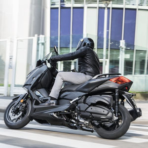 2019 Yamaha XMAX 400 IRON MAX en color Sword Grey