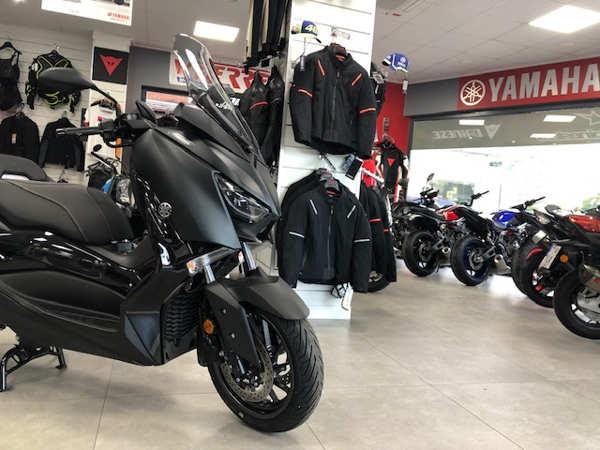 Yamaha XMAX 400 IRON MAX del 2019 en VFerrer Gandia