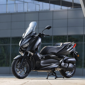 Yamaha XMAX 125 IRON MAX en color Sword Grey exclusivo de este modelo