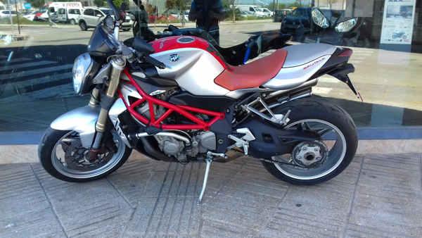 MV AGUSTA BRUTALE 910R 2016 roja moto usada en VFerrer