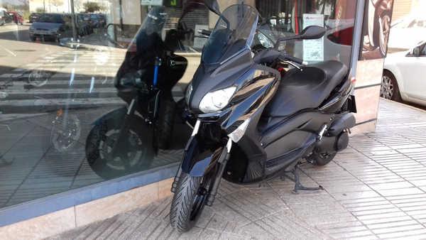 YAMAHA X MAX 250 ABS negra de ocasion en VFerrer
