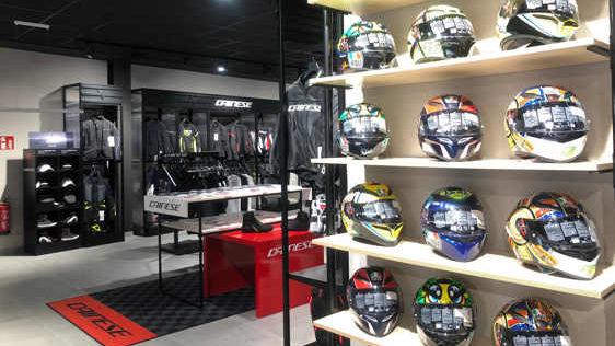 Encuentra todo el equipamiento motero en nuestra boutique Dainese Yamaha VFerrer Benidorm