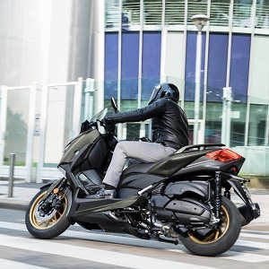 Descubre la nueva Yamaha X-MAX 400 Tech MAX en VFerrer